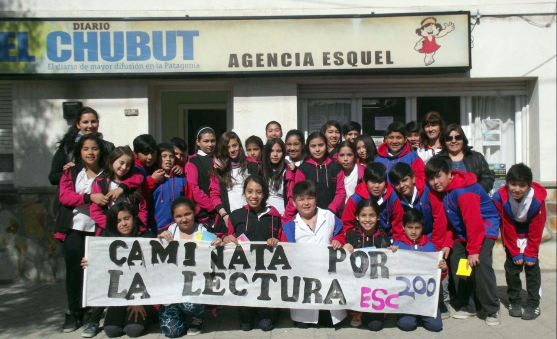 """Alumnos de la Escuela N° 200 visitaron EL CHUBUT en la """"Caminata por ..."""