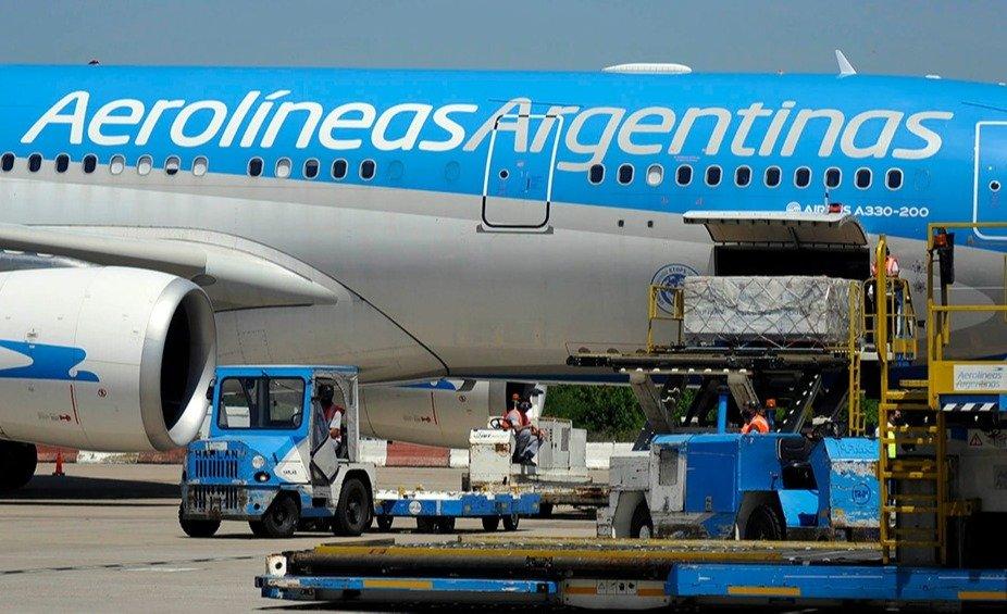 Llegó a Ezeiza el tercer vuelo de Aerolíneas Argentinas con vacunas desde  Moscú