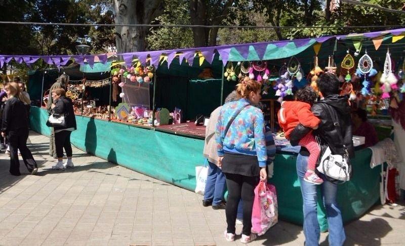 Santa De Semana Artesanos Por En Feria Trelew g7ybf6