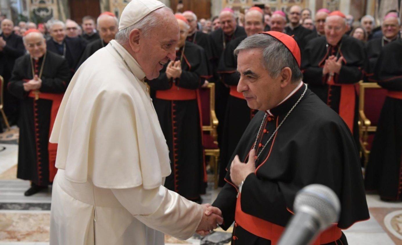 Francisco acepta la renuncia uno de los