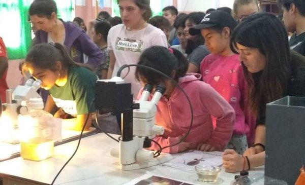 La Estación de Fotobiología de Playa Unión visitó las escuelas 178 y 190 - Diario EL CHUBUT