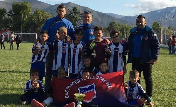 La 2011 de Los Aromos campeón del Torneo Amistad en Bariloche - Diario EL CHUBUT