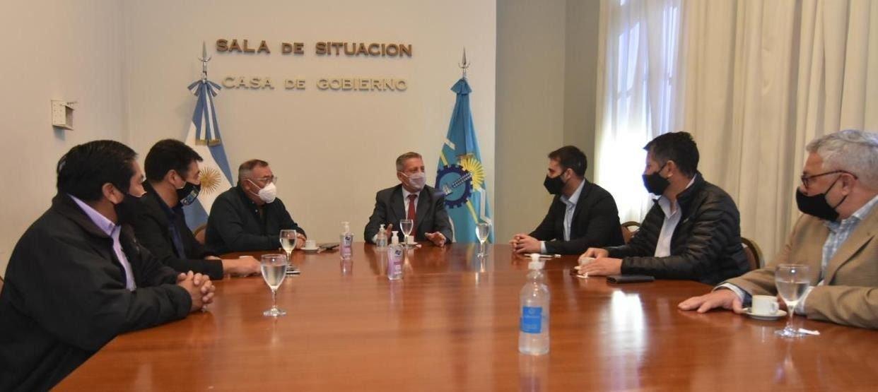 Arcioni entregó fondos para productores afectados por la plaga de tucura